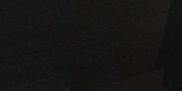 ЛАМИНАТ ЧЕРНЫЙ ЛАК 77101