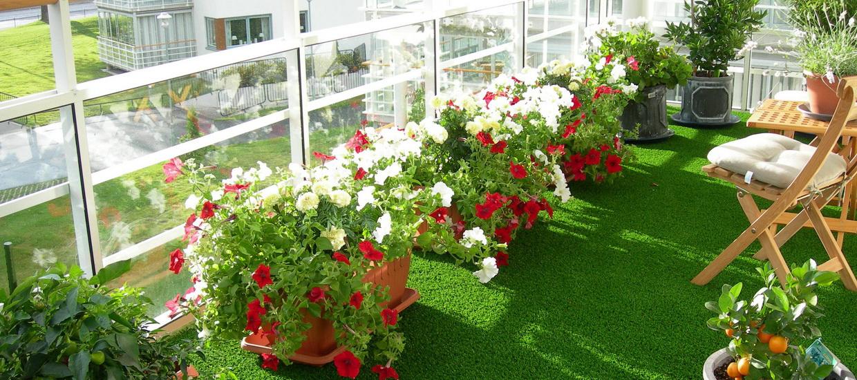 искусственный газон на балконе